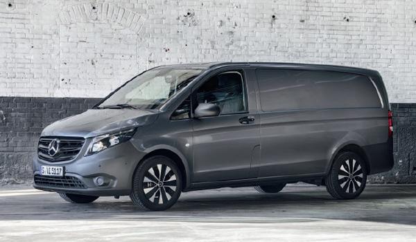 Mercedes eVito: Der Leichttransporter fährt seit Sommer 2020 auch rein elektrisch. Ein Elektromotor mit 150 kW und eine entsprechende Batterie soll den Kleinlaster 184 Kilometer weit bewegen. Der Kastenwagen kann wie seine Diesel-Brüder von 2,8 bis 3,2 Tonnen Zuladung ausliefern.