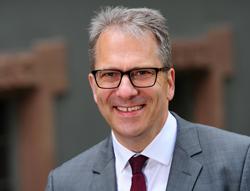 Dr. Dirk Bischoff ist Rechtsanwalt in der Kanzlei Dr. Paul Müller & Kollegen in Offenburg und Fachanwalt für Arbeitsrecht.