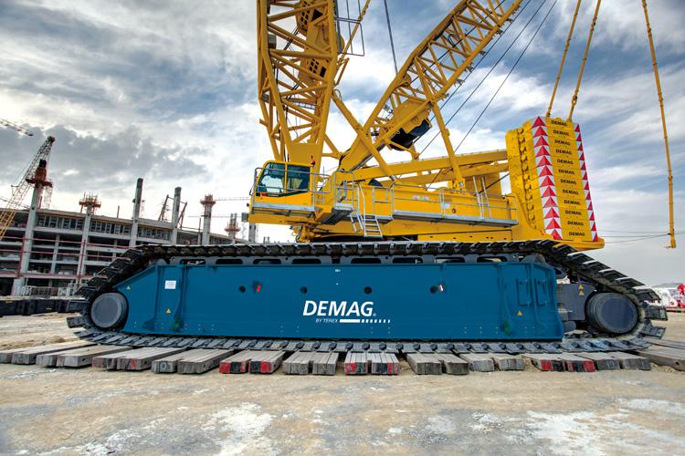 Auch wenn man es auf unserem Bild nicht sieht: Der Terex Demag CC 6800-1 ist 204 Meter hoch und damit der fünfthöchste Kran der Welt. 1.250 Tonnen kann der Kran heben.