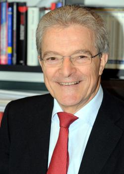 Wolfgang Blumers ist Rechtsanwalt und Fachanwalt für Steuerrecht bei der Kanzlei Blumers & Partner in Stuttgart.