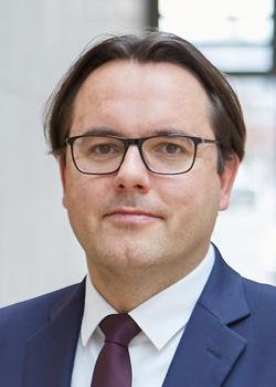 Christian Brünkmans ist Rechtsanwalt und Partner bei der Wirtschaftskanzlei Flick Gocke Schaumburg.