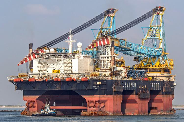 Gebaut wurde die Saipem 7000 noch als Micoperi 7000 vor dreißig Jahren, benannt war sie nach der damaligen Betreiberfirma. Seinen heutigen Namen erhielt der zweitstärkste Kran der Welt (14.000 Tonnen), als er mitsamt der Crew 1995 vom kleineren Mitbewerber Saipem übernommen wurde.