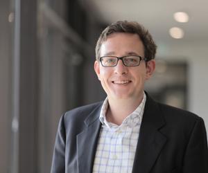 Philipp Sandner leitet das Blockchain Center der Frankfurt School of Finance & Management. Es berät Unternehmen dazu, wie sie Blockchain-Lösungen sinnvoll einsetzen können. Zudem sitzt der Ökonom im Fintech-Rat des Bundesministeriums der Finanzen.