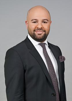 Nima Sarvari ist Rechtsanwalt bei der Kanzlei Fragomen.