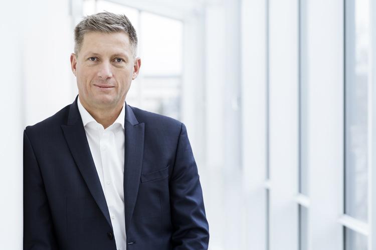 """Andreas König, CEO, TeamViewer GmbH, Göppingen """"Für uns geht es in 2018 in erster Linie darum, Lösungen für den gesamten Lebenszyklus anzubieten. Das beginnt bei der Konnektivität, also der Möglichkeit sich zu Geräten und zu Maschinen zu verbinden. Das beinhaltet aber auch deren Monitoring – also die Frage, wie sich diese Geräte und Maschinen produktiv verhalten. Natürlich bieten wir hier auch Lösungen zur Steuerung und zum Support. Und schließlich werden wir auch unsere Collaboration-Angebote forcieren."""""""