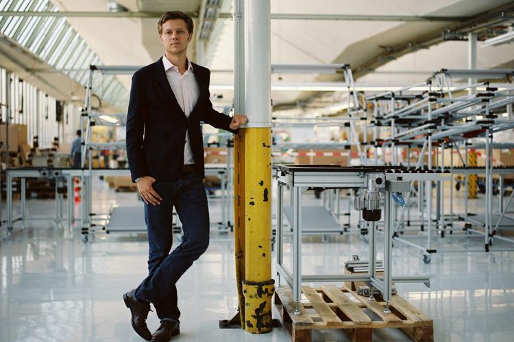 """Roman Gorovoy, Geschäftsführer, Electrostar/starmix GmbH, Reichenbach/Fils """"Ein Vorteil des Wirtschaftsstandortes Deutschland ist die hohe Rechtssicherheit. Durch qualifizierte, leistungsfähige Mitarbeiter erreichen wir hohe Standards und Produktivität. Die sehr gute Infrastruktur, ein starker Binnenmarkt und das international hohe Standing von 'Made in Germany' sind Erfolgsfaktoren. Aufholen muss die Bundesrepublik in der Digitalisierung und im Netzausbau. Weitere Herausforderungen sind der unflexible Arbeitsmarkt und der Fachkräftemangel, den der Mittelstand spürt."""""""