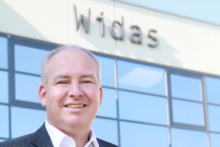 """Thomas Widmann, CEO, WidasConcepts GmbH, Wimsheim """"Deutschland als Wirtschaftsstandort hat stets durch einen sehr gut aufgestellten Mittelstand gepunktet. Die fehlende Digitalisierung und der Fachkräftemangel werden jedoch zunehmend zum Problem. Um weiter im Driver-Seat zu bleiben, müssen Mittelstand und Investoren umdenken und neue Geschäftsmodelle kreieren. Neues versuchen, solange es in der Wirtschaft gut läuft – Big Data und IoT sind dafür Schlüsseltechnologien, die die IT bietet. Nur so wird 'Made in Germany' weiter ein Qualitätssiegel sein."""""""