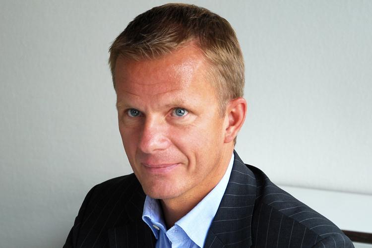 """Stephan Assmann, Geschäftsführer, Assmann Electronic GmbH, Lüdenscheid """"Nicht nur die Technologien, sondern auch die Arbeitsweisen und Geschäftsprozesse verändern sich fortlaufend. Als mittelständisches Unternehmen, das weltweit agiert, stehen wir im Zentrum dieses Wandels. Um auf die Anforderungen flexibel reagieren zu können, fördern wir nicht nur bedarfsgerechte Weiterbildungen, sondern praktizieren auch betriebliche Ausbildungsmodelle, die über das duale System hinausgehen – etwa Traineeships im Verbund mit Hochschulen oder Werkstudenten."""""""
