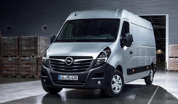 Opel Movano: Mit kräftigen Motoren von 136 bis 180 PS kann der Transporter je nach Modell mit einem zulässigen Gesamtgewicht zwischen 2,8 und 4,5 Tonnen aufwarten. Der Diesel-Antrieb erfüllt die Vorgaben für Euro 6d-Temp. Mit dem e-Movano sind Lieferungen auch elektrisch mit einer Reichweite bis zu 200 Kilometern möglich.