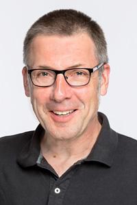 Niko Paech ist außerplanmäßiger Professor für Plurale Ökonomik an der Universität Siegen und hat das Modell der Postwachstumsökonomie entwickelt.