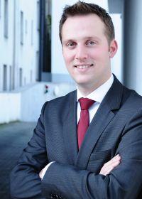 Dr. Tristan Wegner von O&W Rechtsanwälte berät als Fachanwalt bei Fragen zur internationalen Lieferkette hinsichtlich des grenzüberschreitenden Handels- und Transportrechts sowie des Versicherungs- und Zollrechts.